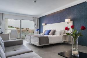 En sittgrupp på Aparthotel Esquinzo Y Monte Del Mar