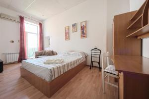 A bed or beds in a room at Olga Apartments on Maidan Nezalezhnosti Square