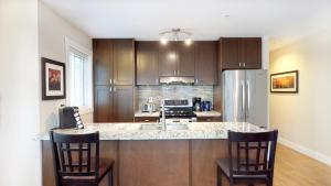 A kitchen or kitchenette at Harrison Lakeview Resort