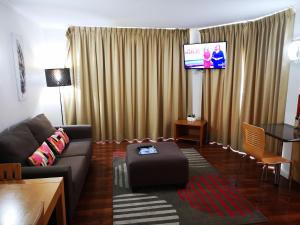 A seating area at Abbey On Roma Hotel & Apartments