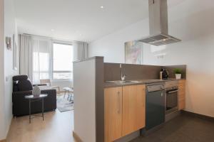 Tendency Apartments 3 tesisinde mutfak veya mini mutfak