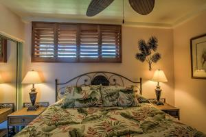 A bed or beds in a room at Maui Kai Condos
