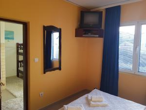 A television and/or entertainment centre at Apartments Sandra