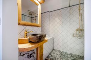 A bathroom at Casa Colloredo Free Parking