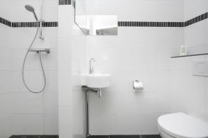 A bathroom at Monumental House in the City Centre of Leiden