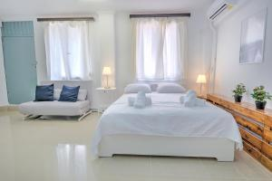 A bed or beds in a room at Studio Under Acropolis