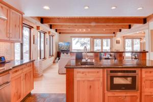 A kitchen or kitchenette at Homey Incline Retreat
