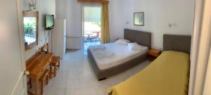 A bed or beds in a room at Filoxenia Kontogiannis