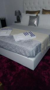 A bed or beds in a room at Casa da Boa Agua 1