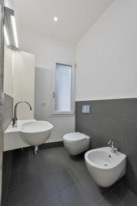 A bathroom at Venice Home Holidays