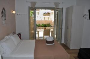A bed or beds in a room at Studios Yalos