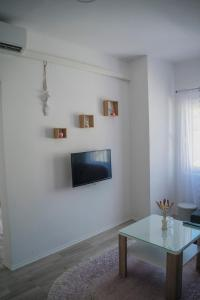 A television and/or entertainment centre at Apartments Golden Bridge