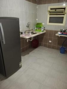 A kitchen or kitchenette at Rommel Lodge Apartments - Marsa Matruh