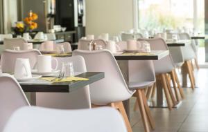 Ein Restaurant oder anderes Speiselokal in der Unterkunft Odalys City Colmar La Rose d'Argent