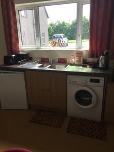 A kitchen or kitchenette at Listamlet Grange Bungalow