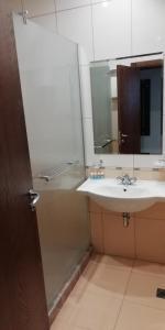 A bathroom at Fortuna Apartments