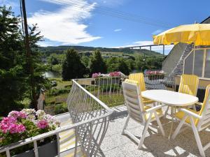 Ein Balkon oder eine Terrasse in der Unterkunft Ferienhaus Moselufer
