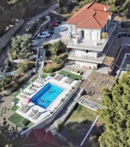 A bird's-eye view of Pessada Bay Studios and Apartments