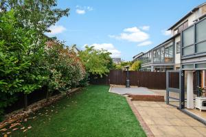 A garden outside Valentis Contractor Apartments Harlow / Stansted Airport
