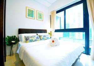 เตียงในห้องที่ Luxury 2br Business Executive