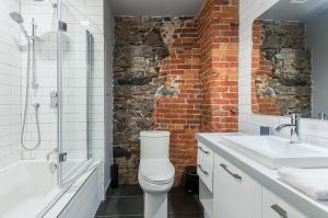 A bathroom at Les Lofts du Trésor by Les Lofts Vieux Québec