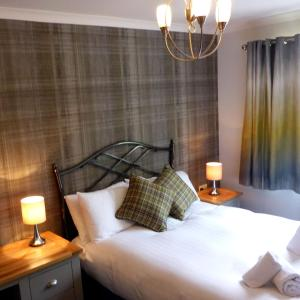 A bed or beds in a room at Holly Tree Cottage