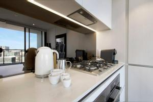 A kitchen or kitchenette at 5 Star LOCATION! Cosy1BR Sydney CBD, Chinatown & ICC