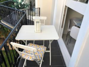 A balcony or terrace at Wight On The Beach, Slps4, Stylish Apartment, Balcony with Sea Views
