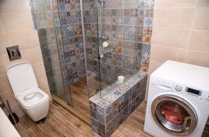 A bathroom at Sunbeam Studio