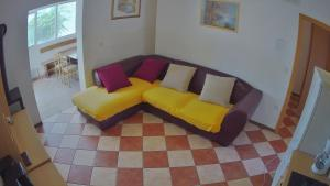 A seating area at Apartments Pag-Travel
