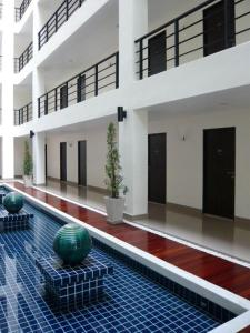 The swimming pool at or close to The Atrium Ratchada 13