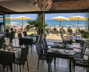 A restaurant or other place to eat at Lloyds Beach Club