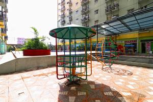 Area permainan anak di The Suites Metro Apartment - King Property