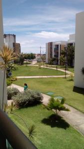 A garden outside Apartamento Iloa Resort