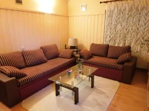 A seating area at Holiday Home Chill Hill