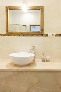 A bathroom at Nika Apart Hotel