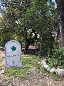 El logo o cartelera del chalet de montaña