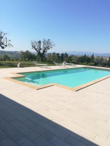 Het zwembad bij of vlak bij Il Roccolo Di Valcerasa