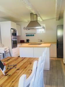 Kuchyňa alebo kuchynka v ubytovaní Rákóczi12 Vendégház