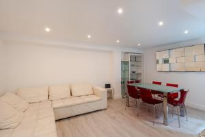 A seating area at Gorgeous 2BR Flat in London by GuestReady