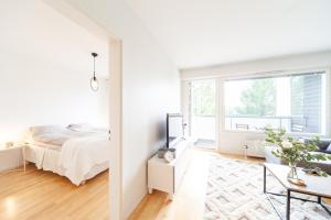 A bed or beds in a room at KH-Aurora View City Apartment