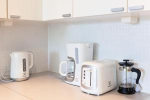 Coffee and tea-making facilities at KH-Aurora View City Apartment