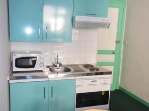 A kitchen or kitchenette at Apartment Angleterre 6