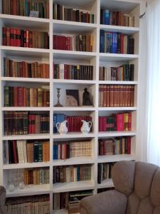 Knižnica v apartmáne