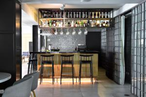 The lounge or bar area at Aqualuz Lagos Hotel & Apartments - S.Hotels Collection