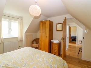 A bed or beds in a room at Viking Cottage
