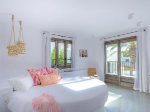 Een bed of bedden in een kamer bij Villas S'Argamassa