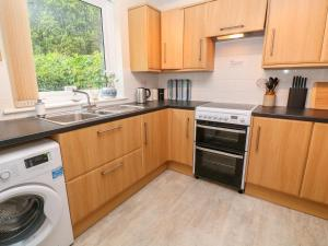 A kitchen or kitchenette at Copperhouse Pool