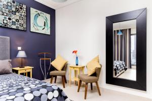 A seating area at Ultra-modern 2 Bedroom: Short Walk to Dubai Mall