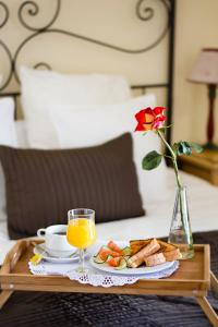 Breakfast options available to guests at Fairways Club